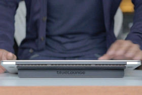 Macbook proユーザー必見!超絶タイピングしやすくなるスタンド Kickflip(キックフリップ)